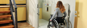 woman in wheelchair going in platform lifting